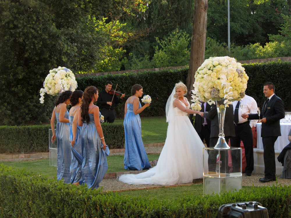 Super chic luxury wedding in Tuscany