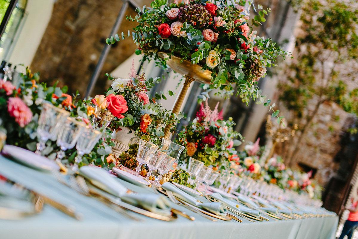 tablescape-coral-mint-vintage-reception
