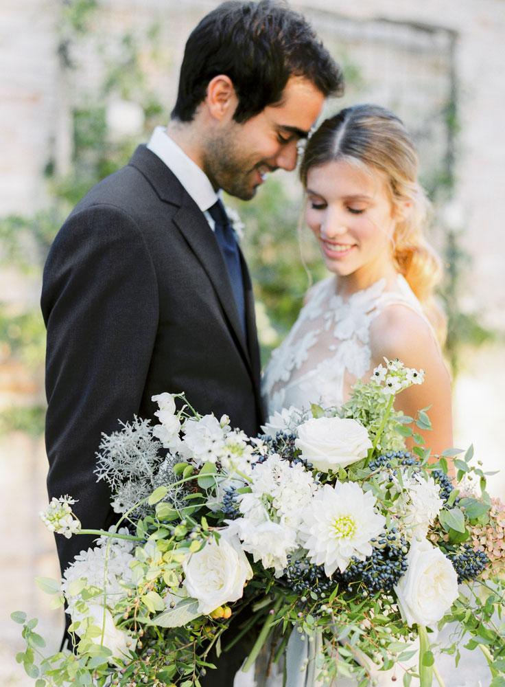 natural bouquet blue accent