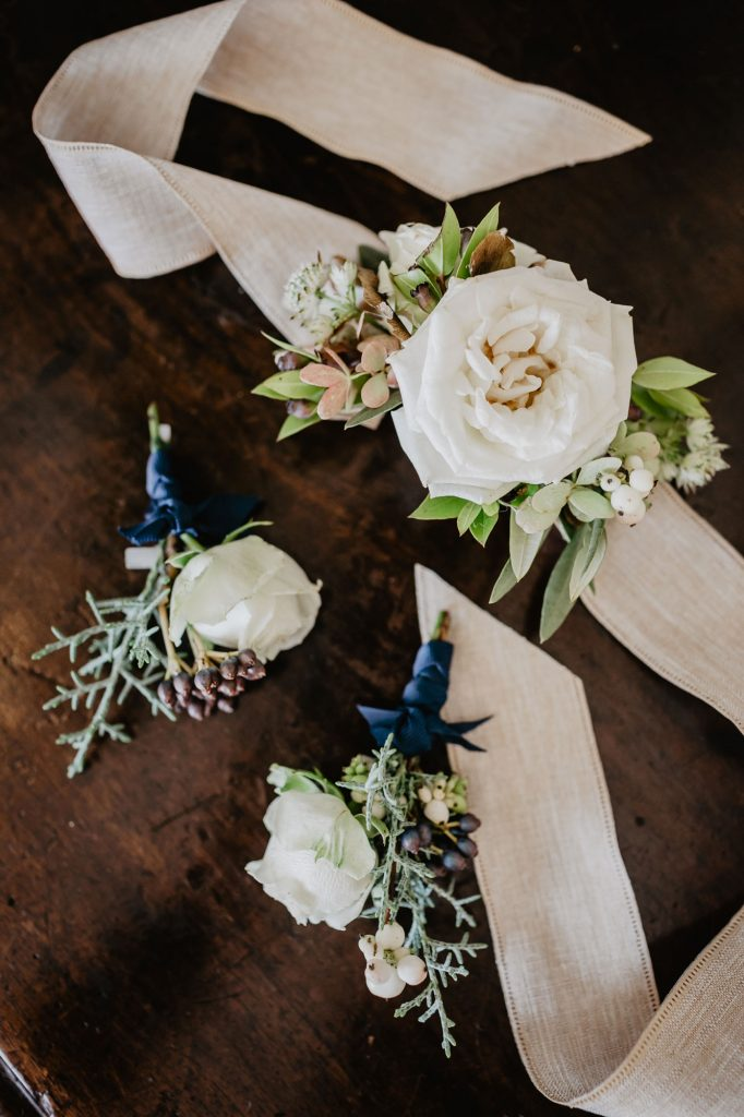mother corsages wedding in Tuscany